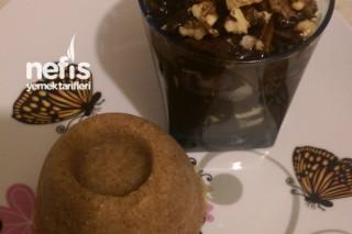 Çikolata Şelalesinde İrmik Helvası Tarifi