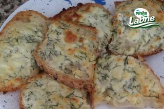 Labneli Sarımsaklı Ekmek Tarifi
