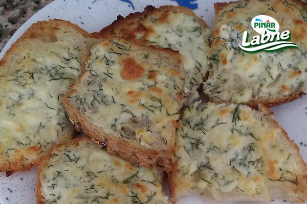 Labneli Sarımsaklı Ekmek