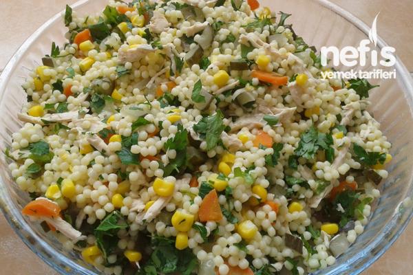 Tavuklu Kuskus Salatası Yapımı