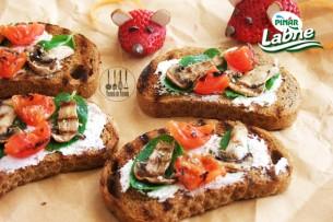 Labneli, Mantarlı Kızarmış Ekmek Tarifi