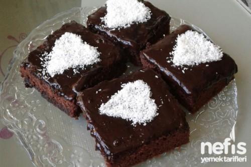 Pratik çikolata soslu fındıklı kek tarifi 70