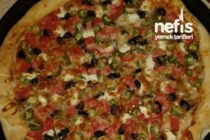 Kaşarlı Sosisli Pizza Tarifi