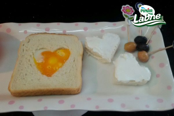 Tost Ekmeğine Kalp Yapımı 2