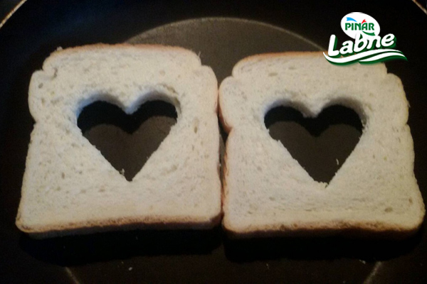 Tost Ekmeğine Kalp Yapımı 3