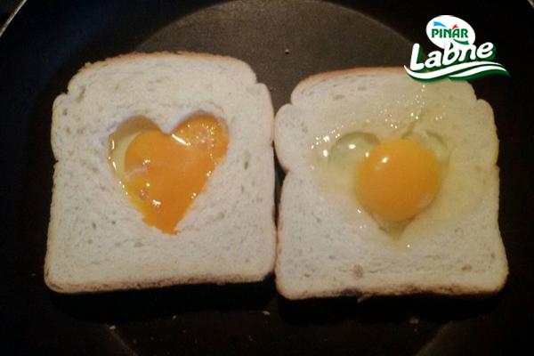 Tost Ekmeğine Kalp Yapımı 4