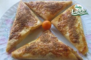 Haşhaşlı Pınar Labneli Börek 2