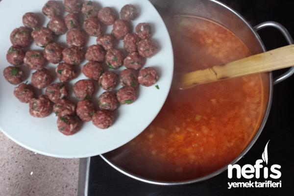 Minik Köfteli Tel Şehriye Çorbası
