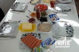 Melisa ve Arkadaşlarına Kahvaltı Tarifi