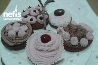 Fındıklı Süslü Mini Kekler Tarifi