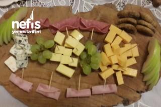 Şarap Yanına Peynir Tabağı Tarifi
