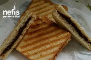 Kahvaltıda Tatlı Sevenlere Çikolatalı Tost Tarifi