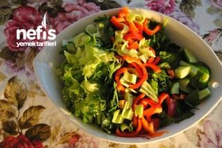 Mevsim Yeşillikleri Salatası Tarifi