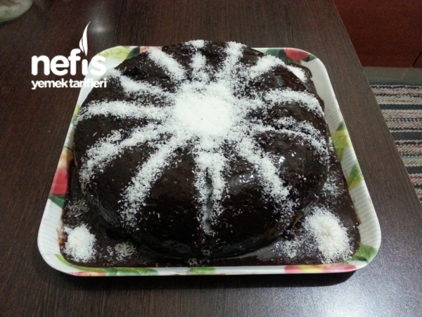 Tavada Bitter Çikolata Soslu Sünger Kek
