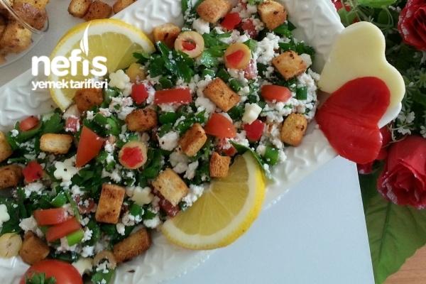 Lor Peyniri Salatası (videolu) Tarifi