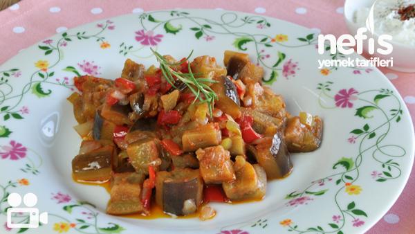 Zeytinyağlı Patlıcan Yemeği Yapımı Tarifi