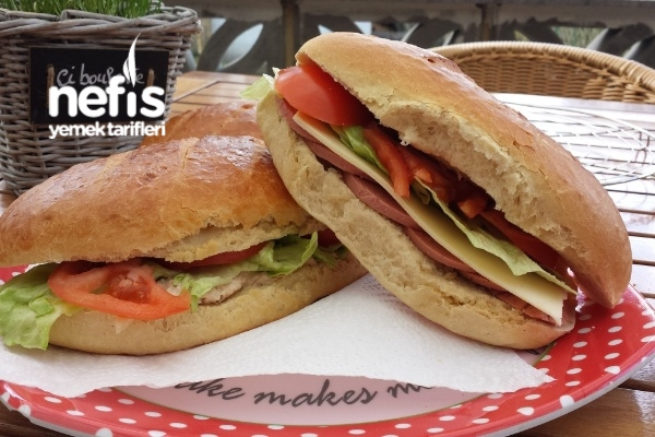 Ev Yapımı Ton Balıklı Ve Salamlı Sandviç Tarifi