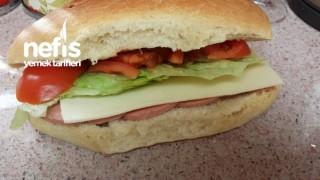 Ev Yapimi Ton Balikli Ve Salamli Sandvic