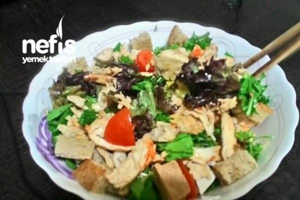 Tavuklu Yeşil Salata (Balzamik Soslu) Tarifi