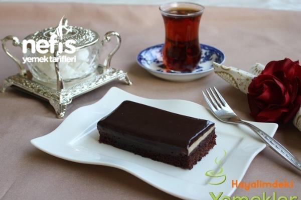 Pudingli Çikolata Soslu Kek Tarifi