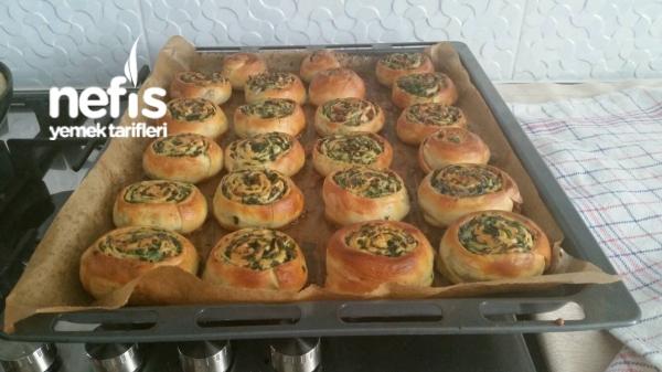 Ispanaklı Rulo Çörek