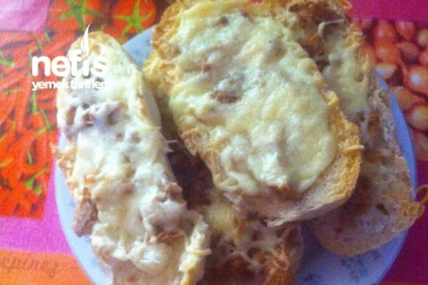 Baget Ekmeğiyle Pizza Tarifi (Pizzabrötchen)