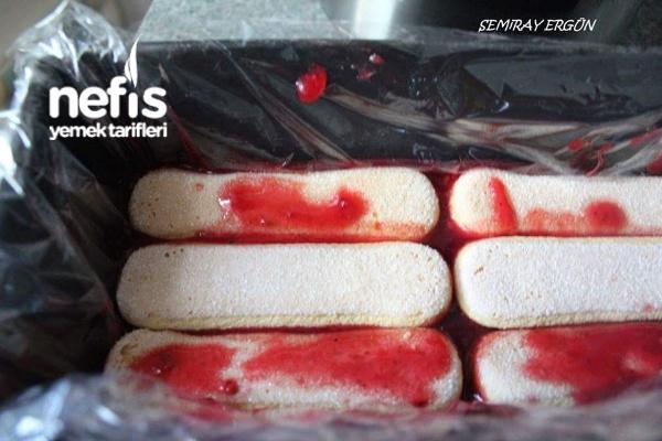 Kedidilli Kırmızı Pasta