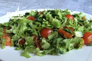 Marul Salatası Yapımı Tarifi
