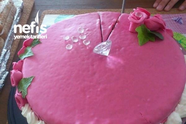 Nutellalı -şeker Hamurlu Doğum Günü Pastası