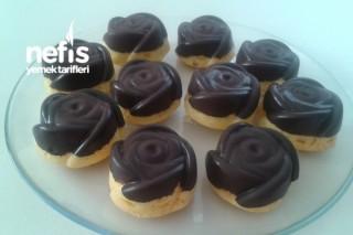 Çikolata Kaplı Gül Kek Tarifi