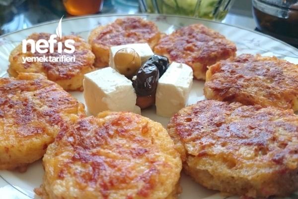 Sucuklu Yumurtalı Minik Ekmekcikler Tarifi