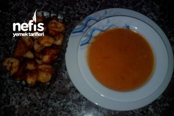 Sebzeli Dometes Çorbası Kıtır Ekmekle Birlikte Tarifi