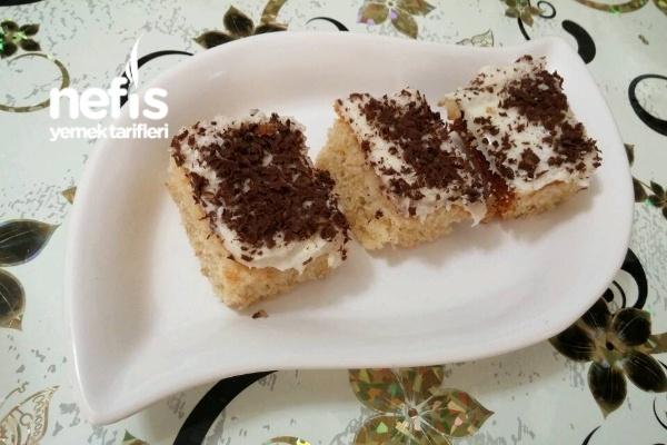 Üzeri Kremalı Hafif Pasta Tarifi