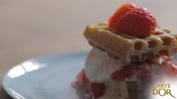Dondurmalı ve Çilekli Waffle