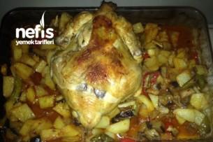 Pratik Fırında Sebzeli Bütün Tavuk Tarifi