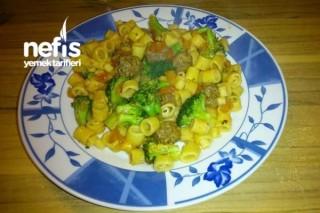 Brokolili Köfteli Makarna Tarifi