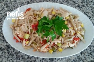 Tavuklu Erişte Salatası Tarifi