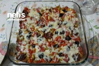 Bayat Ekmekten Kolay Pizza Yapımı Tarifi