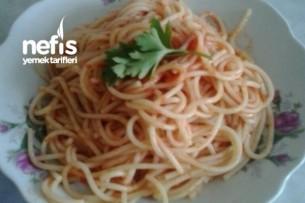 Hiçbir Özelliği Olmayan Dümdüz Soslu Spaghetti Tarifi