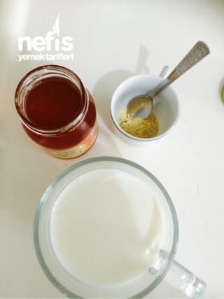 Zencefilli Ballı Süt (öksürük için)