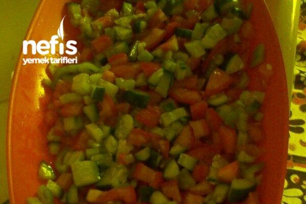 Soğansız Çoban Salatası Tarifi