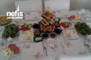 Ağır Misafirlerimle Kahvaltı Keyfi:) Tarifi