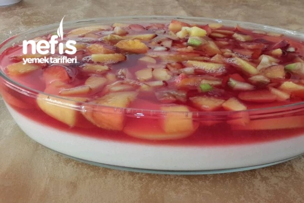 Meyve Jöleli İrmik Pastası