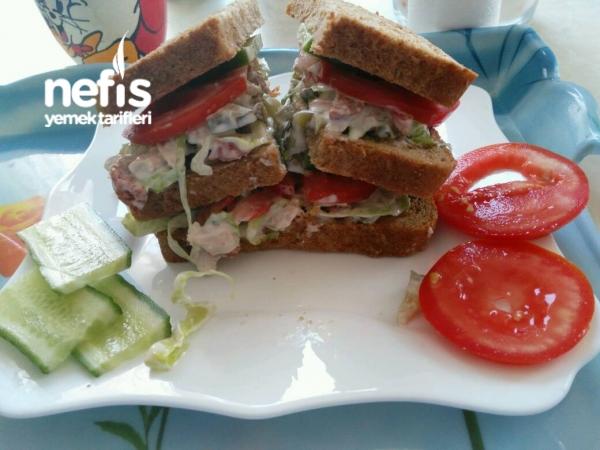 3 Katlı Tavuklu Sosisli Sandviç (en Lezzetlisi)
