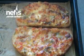 Hem Kahvaltıya Hem Akşam Çayına Peynirli Ekmekcikler Tarifi