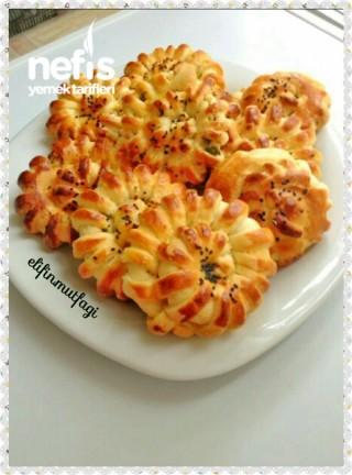 Peynirli Şerit Çiçek Poğaça