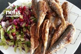 Kızarmış Balık Yanında Mis Gibi Salata Tarifi