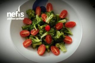 10 Dakikada Brokoli Salatası (Mikrodalgada) Tarifi
