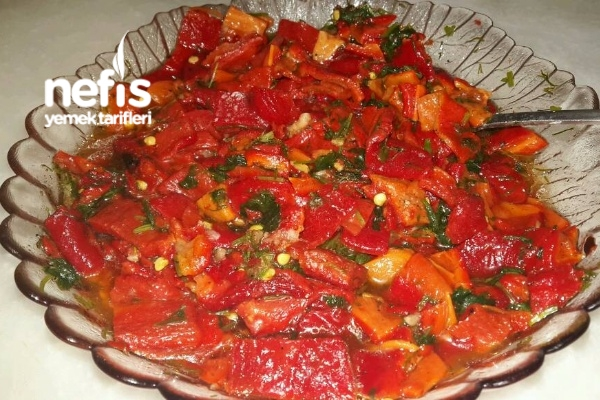 Közlenmiş Biberli Salata Tarifi