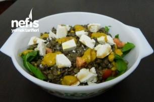 Yeşil Mercimekli Peynirli Salata Tarifi
